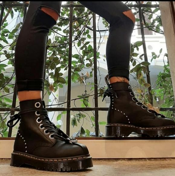 labbra delinquenza fascio  Dr. Martens Shoes | Dr Martens Gomez Studded Boots | Poshmark
